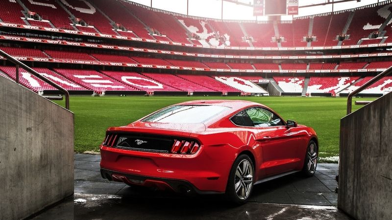 Ford Mustang na stadiónu Benficy Lisabon.