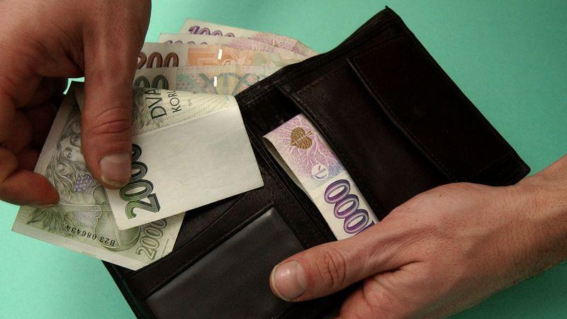 Maximální příspěvek v karanténě bude jen pro lidi s hrubou mzdou nad 29 tisíc
