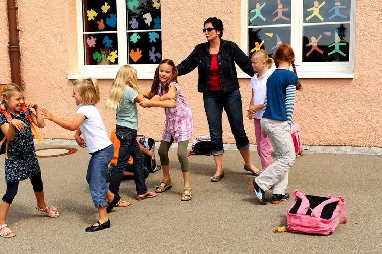 Zvládnout hordu divokých dětí je pro učitele často nadlidský výkon. Ilustrační foto