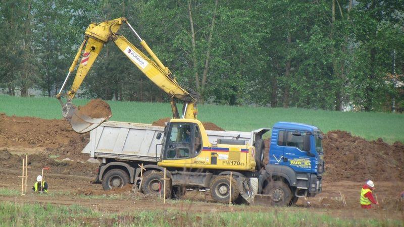 NKÚ: Stavba silnic první třídy je pomalá a nestaví se podle důležitosti
