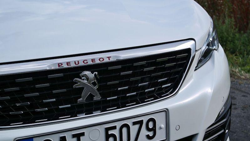 Nový Peugeot 308 nafocen bez maskování