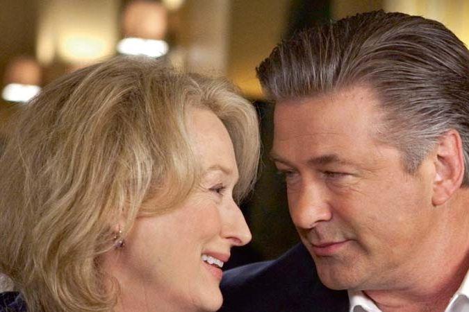 Se svou kamarádkou Meryl Streepovou se představil v komedii Nějak se to komplikuje.