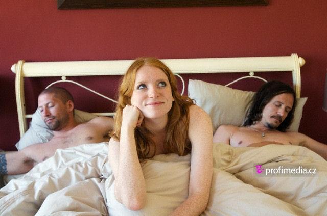 dospívající nahá spící