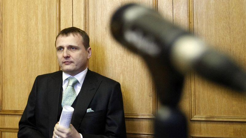 Soud zastavil stíhání exministra Bárty
