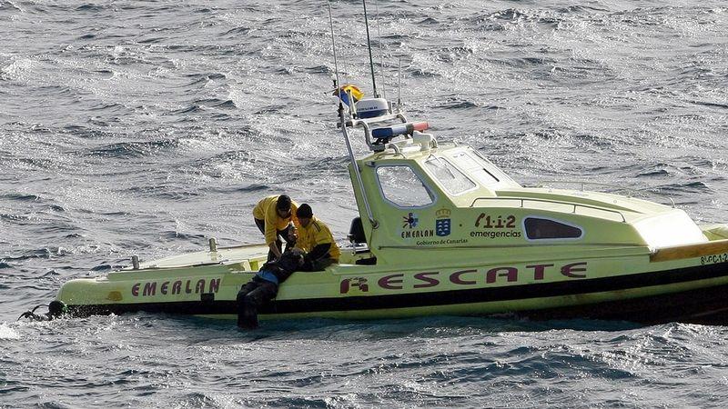 Španělská pobřežní stráž objevila u Kanárských ostrovů 17 mrtvých migrantů