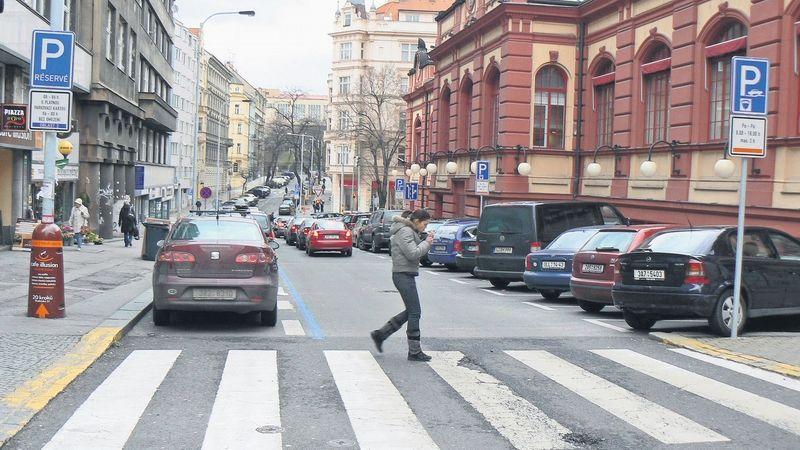 Piráti v Praze chtějí parkovací zóny rezidentům dvojnásobně zdražit