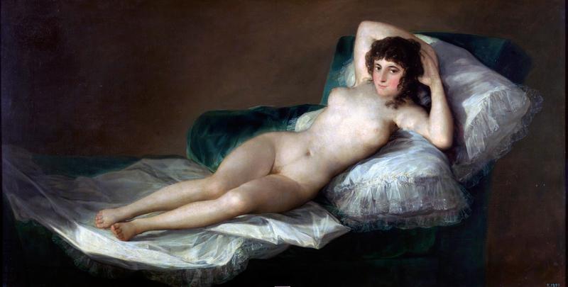 představuje nahý model