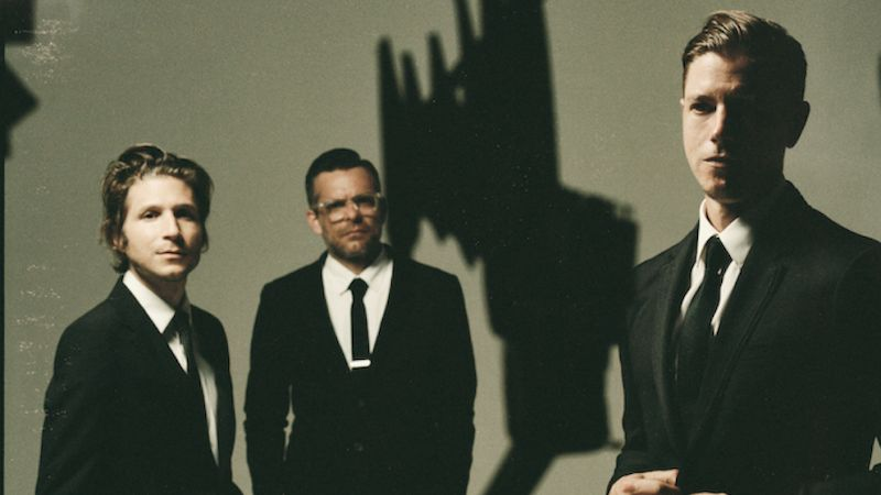 Interpol, zleva Daniel Kessler, Sam Fogarino a Paul Banks.
