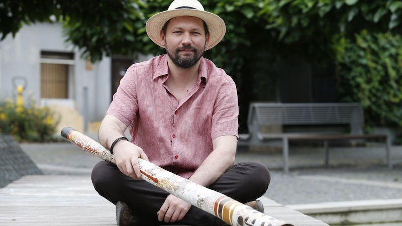 Na koncertech hráče na didgeridoo Ondřeje Smeykala bude možné nástroje i koupit