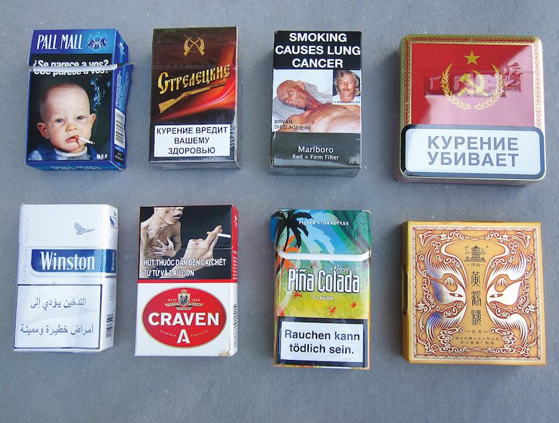 Přijímá první kouření