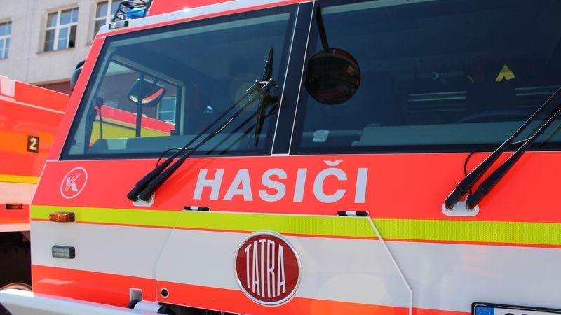 V Kostelci nad Orlicí shořela dílna a rodinný dům, škoda pět milionů