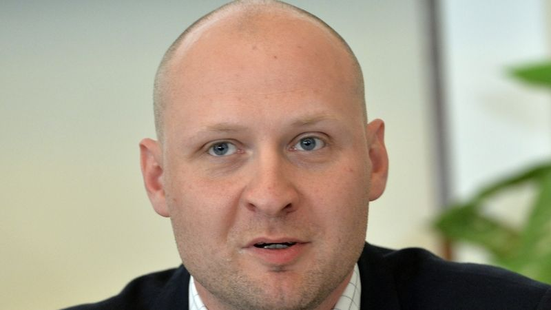 Havlíček přiznal, že znevýhodňuje maloobchod, tvrdí senátor Wagenknecht