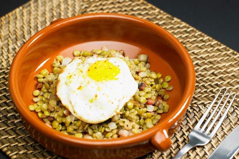 Čočka s volským okem patří dodnes mezi tradiční novoroční pokrmy.