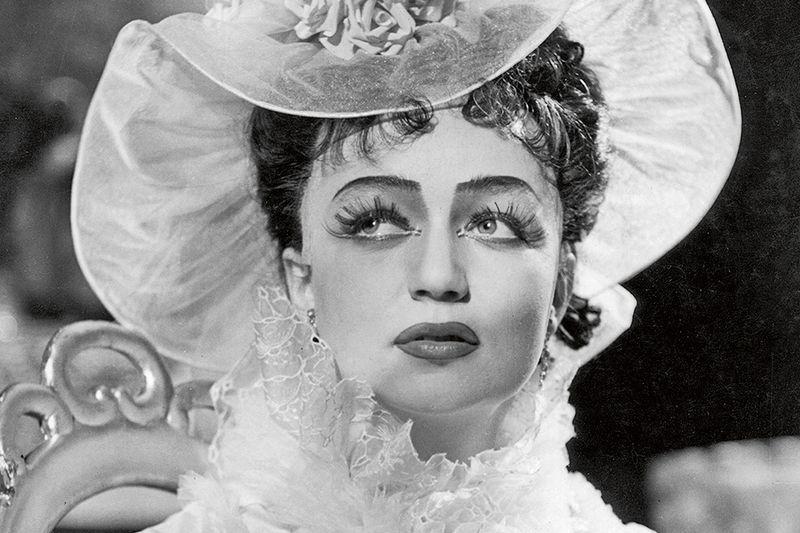 Po studiích JAMU nastoupila do Východočeského divadla Pardubice. Na snímku v roli Anny Kareniny.