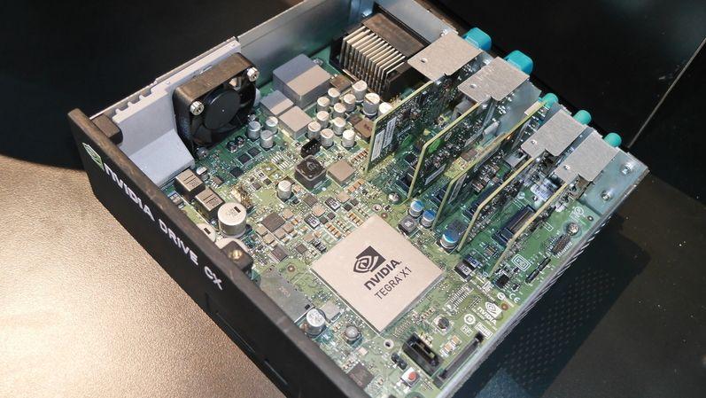 Nedostatek počítačových čipů trápí výrobce elektroniky i aut