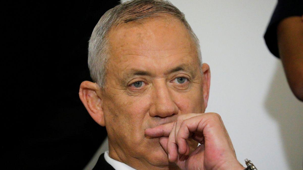 Izraelský ministr obrany jednal s Mahmúdem Abbásem