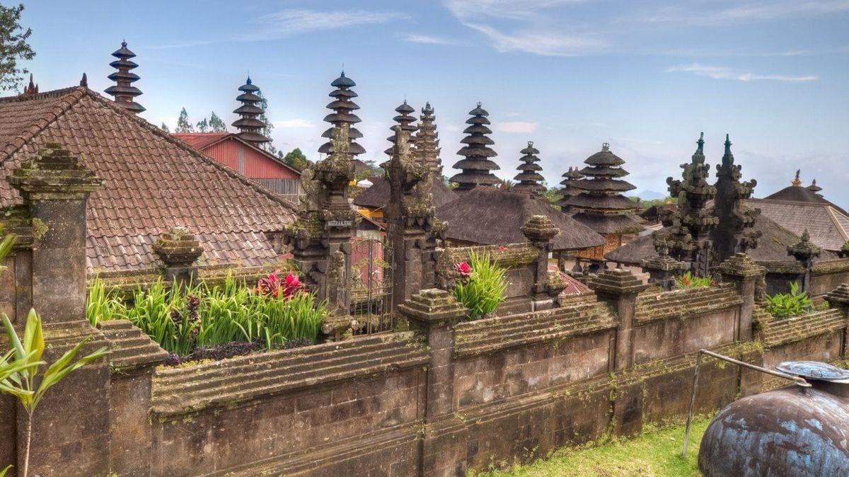Skandál na Bali: Češka si skropila pozadí svatou vodou
