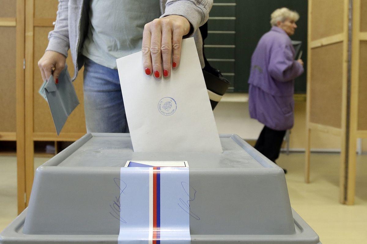 Volby by vyhrálo ANO, Trikolóra zcela propadla