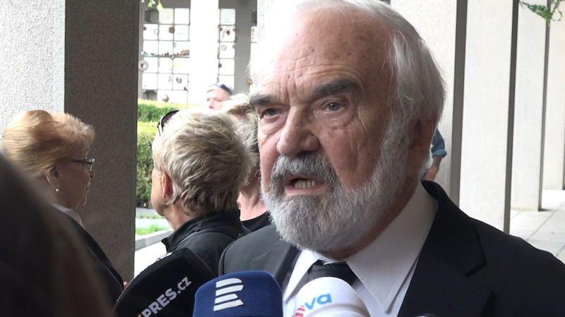 Lidé se rozloučili s hercem Václavem Kotkem