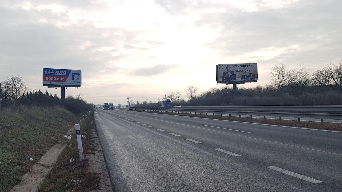 Na D35 se vysypaly betonové skruže, dálnice stojí