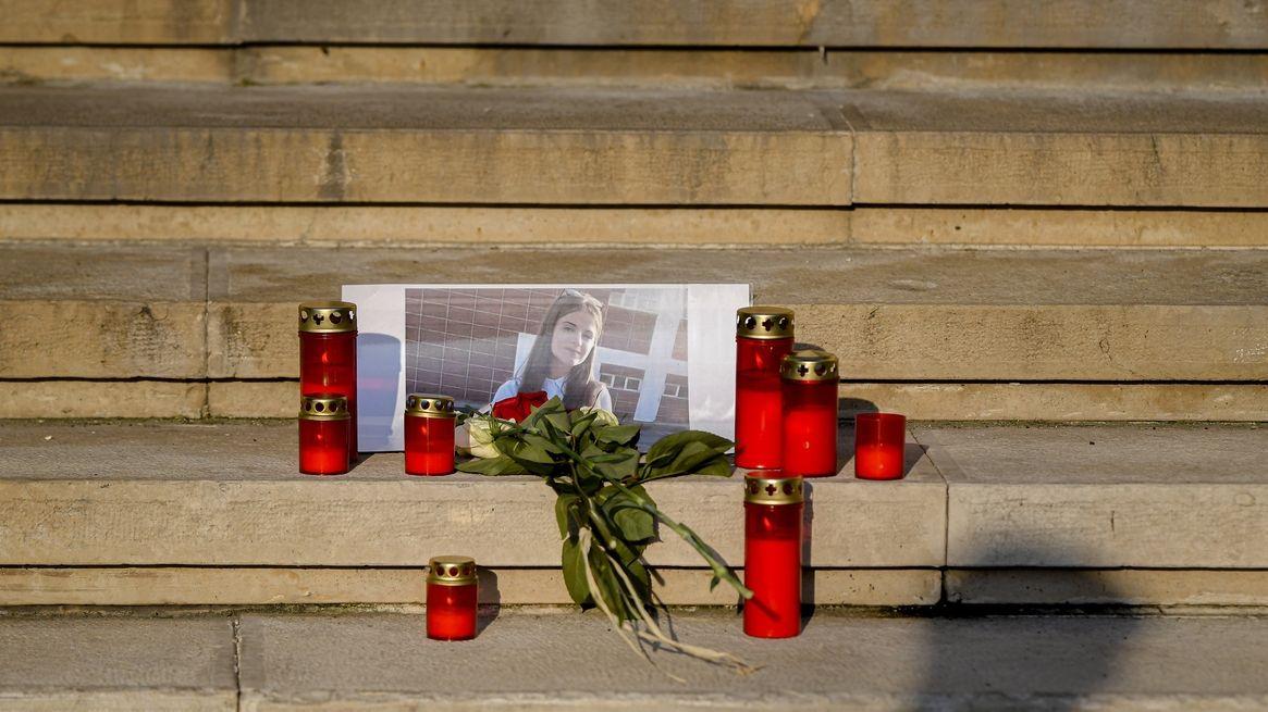 Rumunsko po vraždách dívek zavede doživotí za znásilnění
