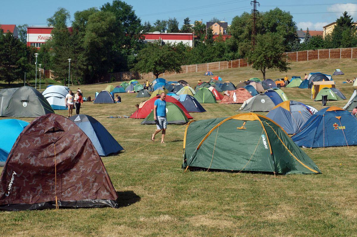 Stanové městečko bylo o festivalu tradičně vyhledávaným místem pro přenocování.