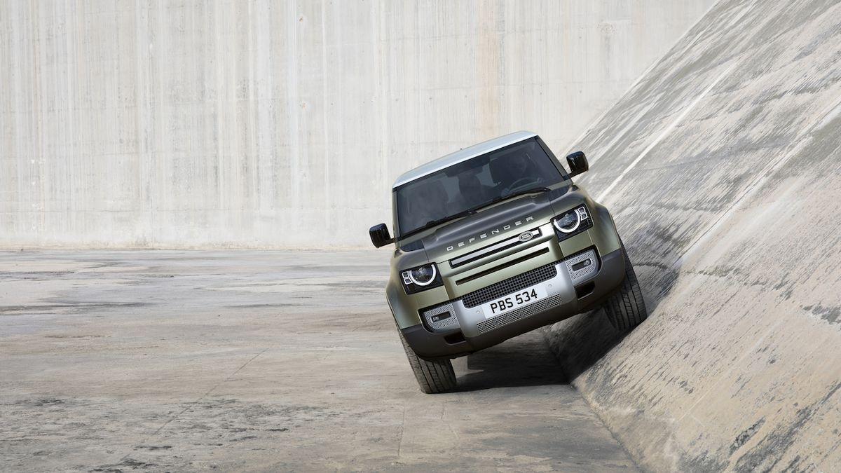 Defenderů bude celá řada, Land Rover má chystat vrcholný model na základech Range Roveru