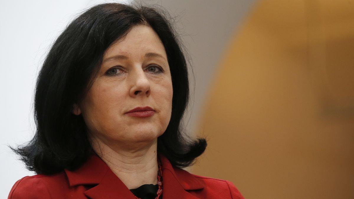 Politico: Jourová má nabídku, aby za EK dohlížela na vládu zákona