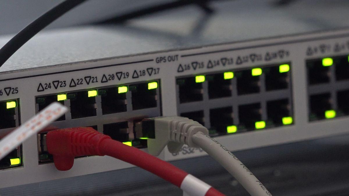 Jsou to fake news, vyvracejí ministerstva spojení koronaviru a 5G sítí