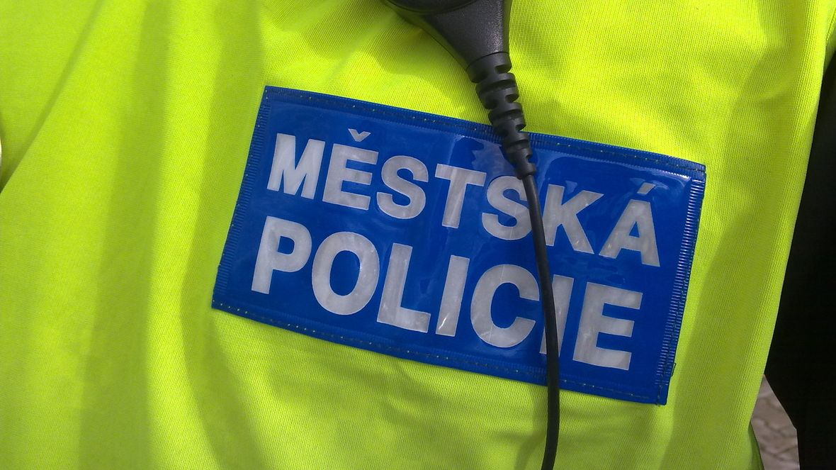 V Mladé Boleslavi chybějí strážníci, město jim najalo kolegy z bezpečnostní agentury
