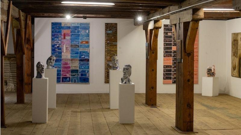 Sýpka zámku Klenová hostí doposud největší výstavu multimediálního umělce Davida Cajthamla