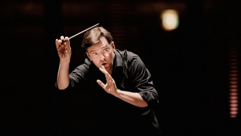Letní hudební akademii završí koncert pod taktovkou dirigenta Tomáše Netopila