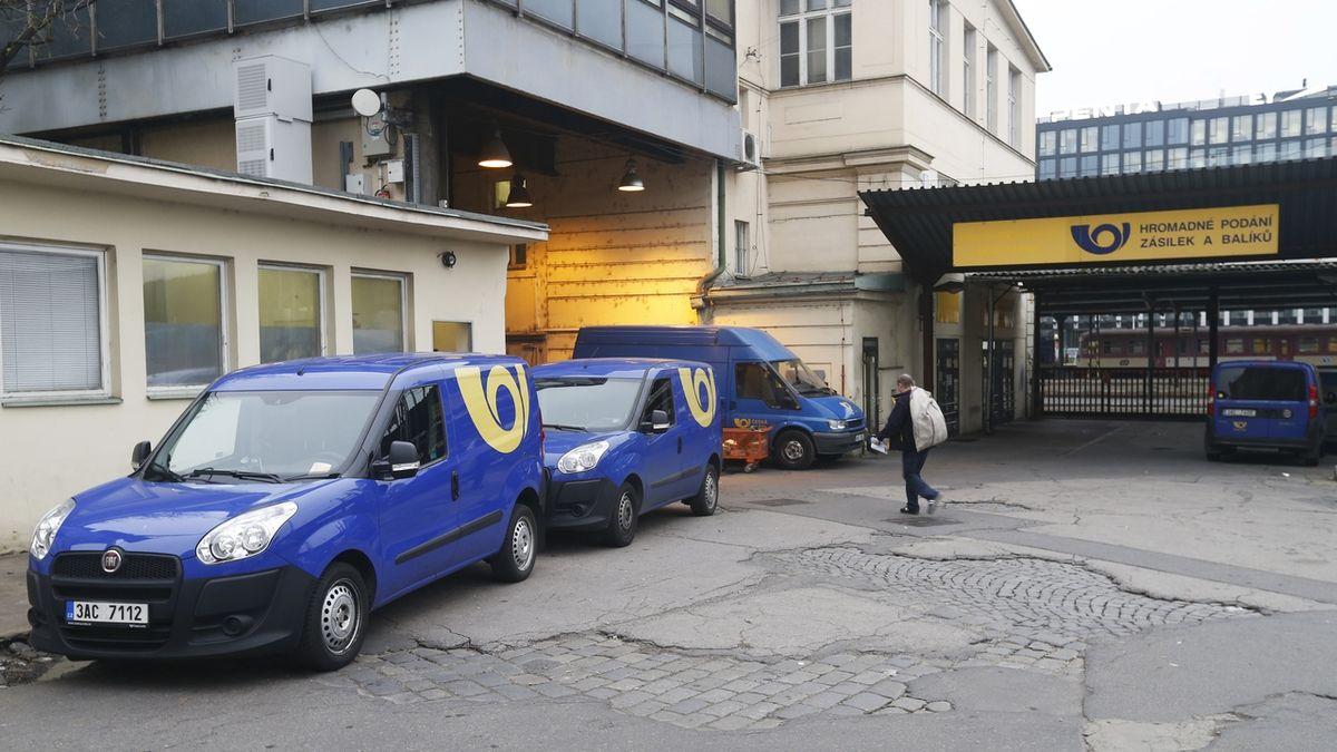 Česká pošta vymyslela dvourychlostní doručování. Ve výsledku jde o zdražení