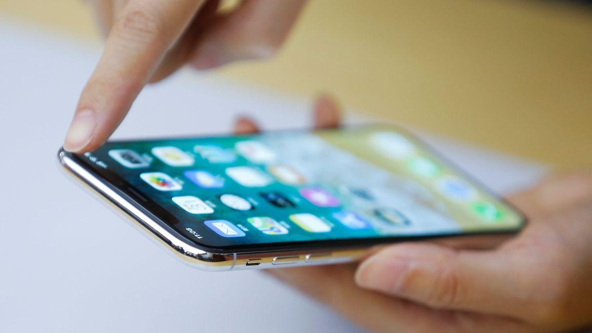 Ze zamčených iPhonů mohou odcházet nepovolené platby. Prý za to může Visa