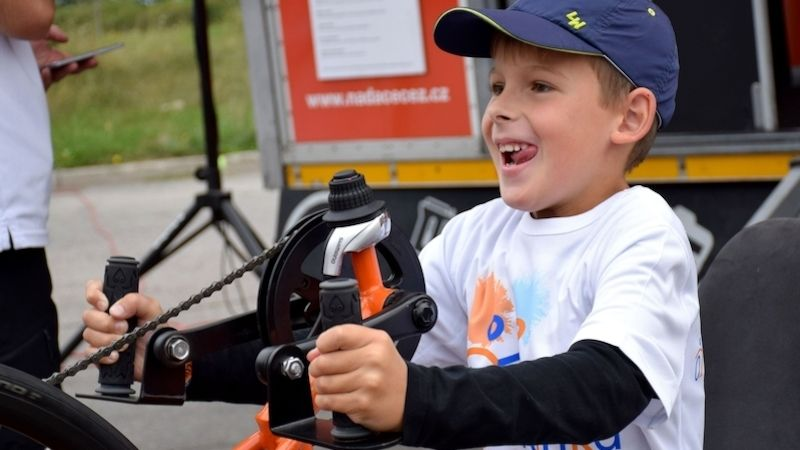 Návštěvníci Slavností mrkve vyjezdili na Oranžových handbike trenažérech 101 tisíc pro potřebné