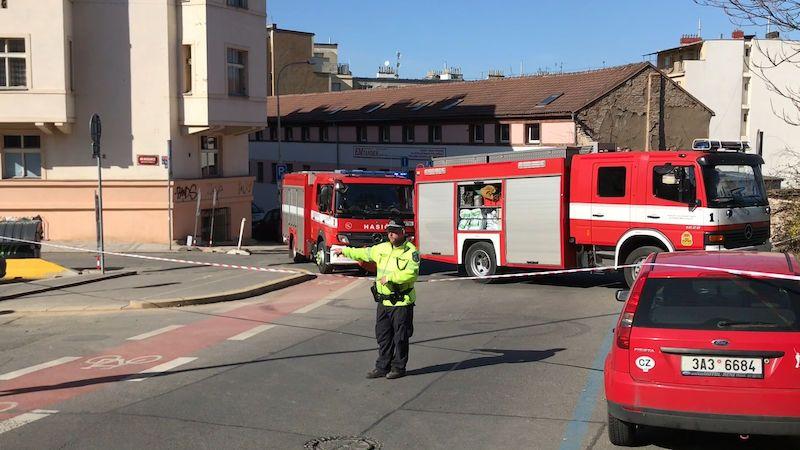 Muž šel v Praze vynést odpadky, zabila ho zřícená zeď. Majitelé dostali podmínky