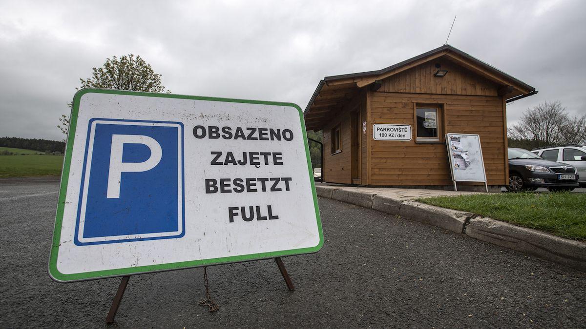 Polští turisté ucpali Adršpach, policie omezila provoz