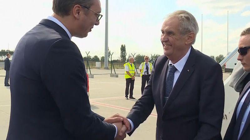 Ať si mumlá, co chce, tepe Zemana opozice za výrok o Kosovu