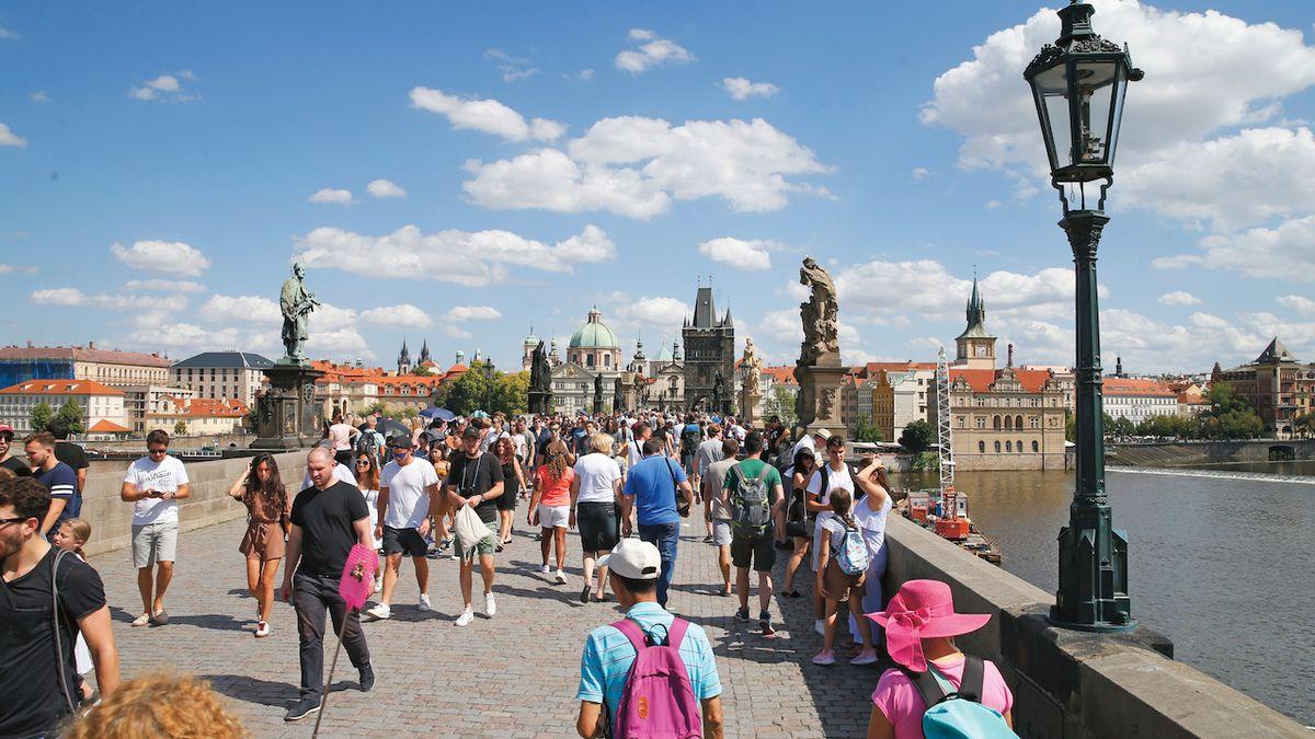 Pražský Karlův most, galerie pod širým nebem