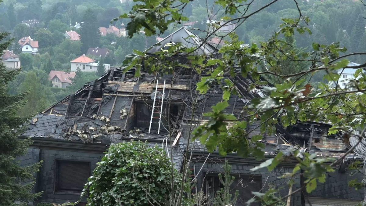 Exekutoři nevědí, zda byla Krejčířova vila před požárem pojištěna. Peníze by dostala manželka