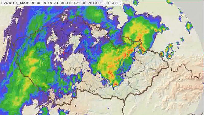 Utržené kusy střech, popadané stromy. Olomoucko zasáhly silné bouřky