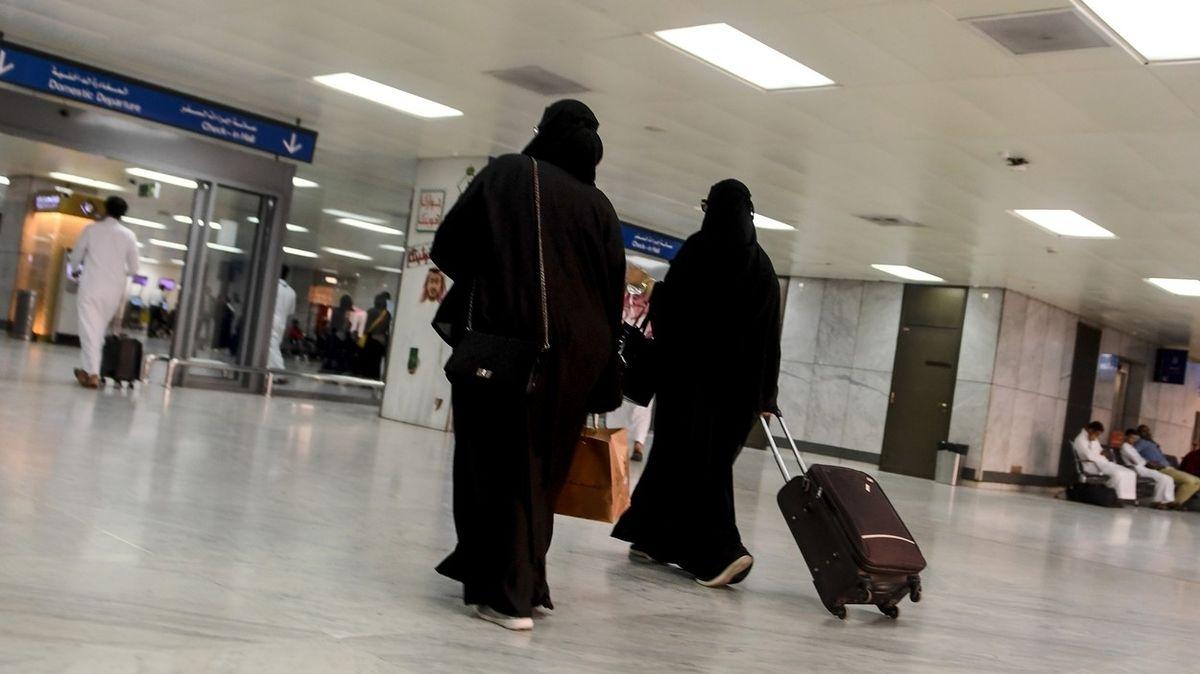 Ze Saúdské Arábie vycestovaly ženy poprvé bez souhlasu mužských poručníků