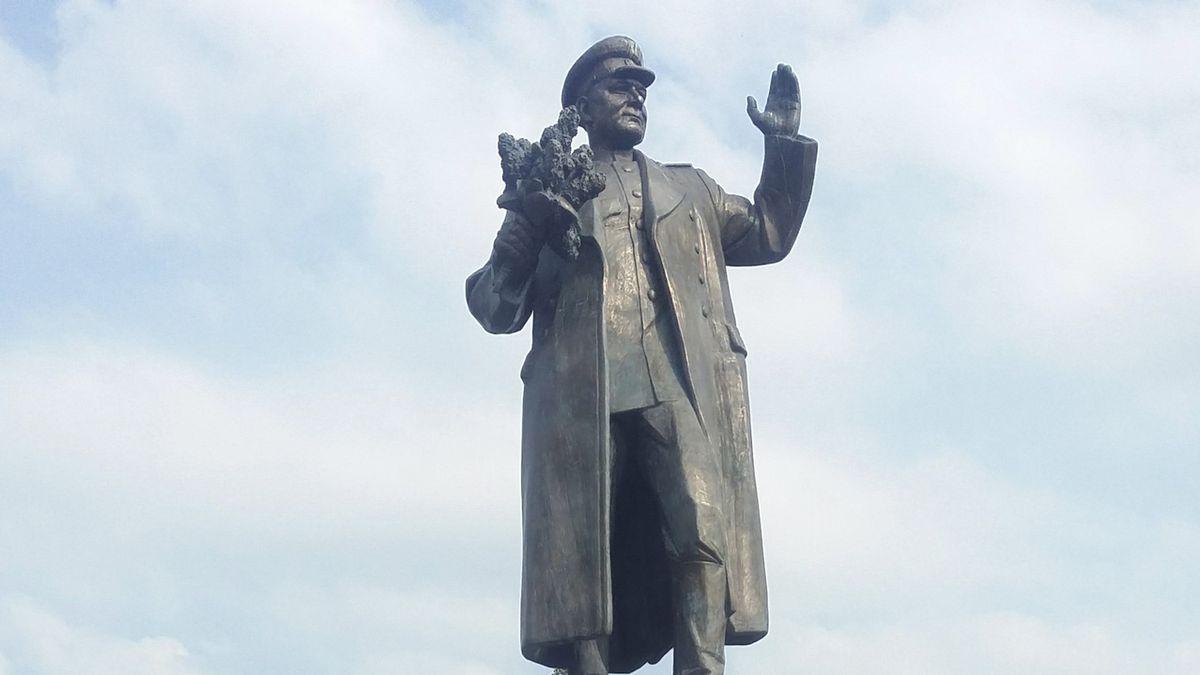 Rusko hrozí odvetou za stěhování sochy Koněva