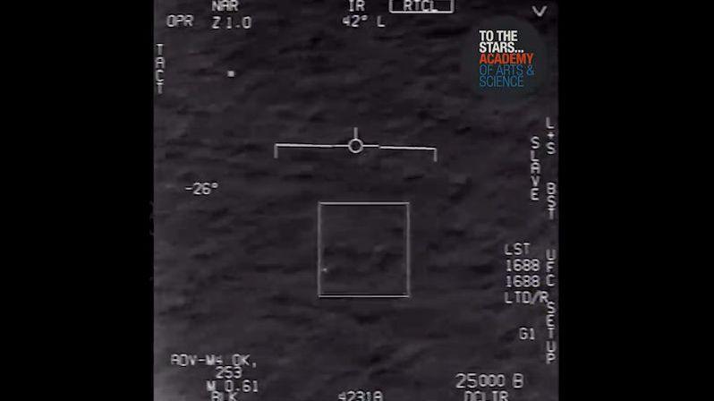Zaznamenali jsme jevy, které je těžké vysvětlit, tvrdí o UFO bývalý šéf tajných služeb USA