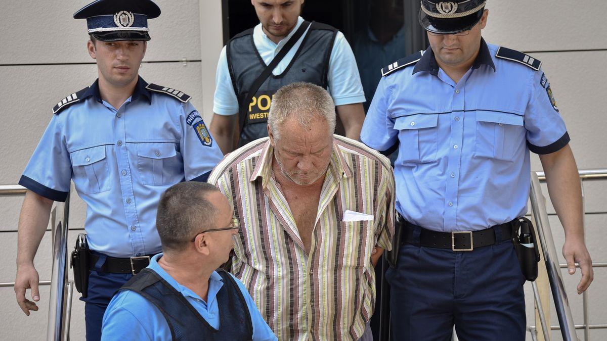 Šéf policie v Rumunsku čekal po tísňovém volání na instrukce mafie. Stopařku našli zavražděnou