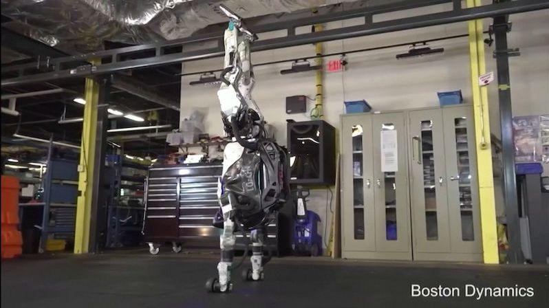 Humanoidní robot Atlas překvapil dokonalými gymnastickými cviky