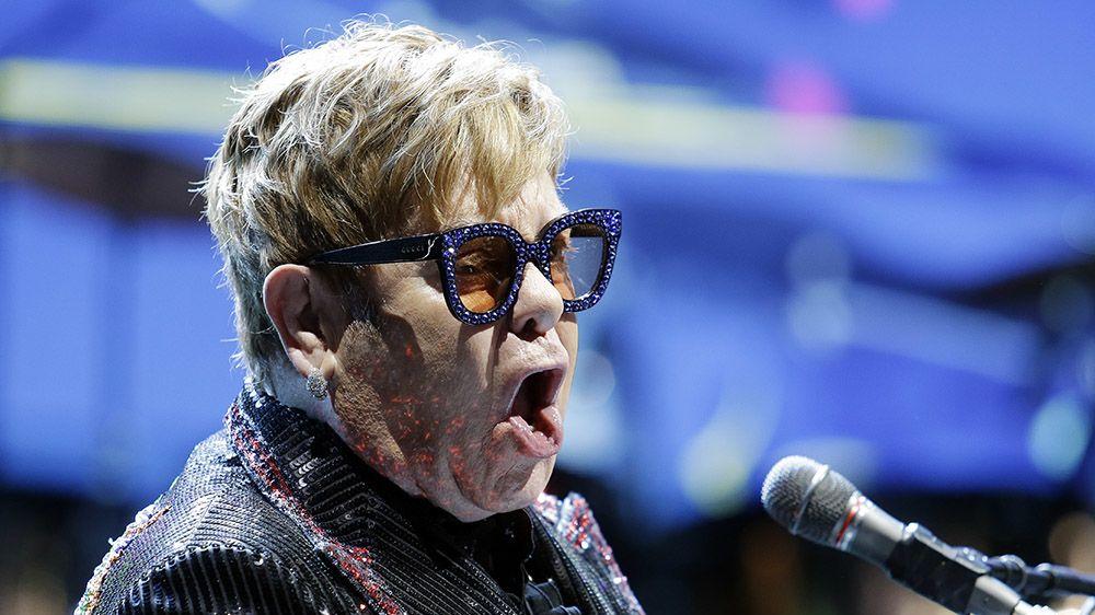 Elton John má zdravotní problémy. Odkládá evropskou část turné