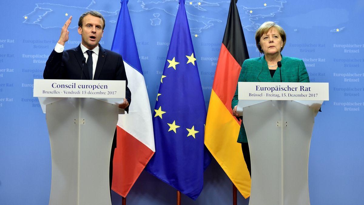 Stáhněte vojsko od hranic s Ukrajinou, vyzvali Rusko Macron a Merkelová