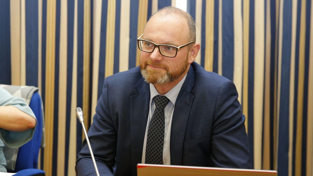 Reforma financování škol nebude na úkor růstu platů učitelů, ujišťuje Plaga. Odbory nevěří