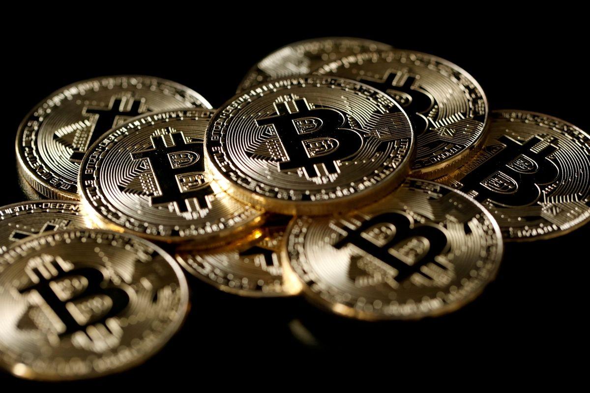 Ekonom: Růst ceny strhnul mánii, proto bitcoin tak raketově vystřelil
